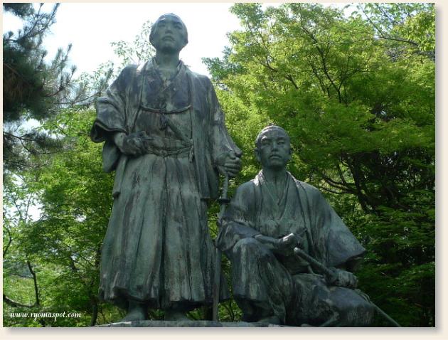 円山公園の龍馬銅像