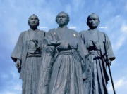高知駅前龍馬像