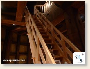 砲台内階段