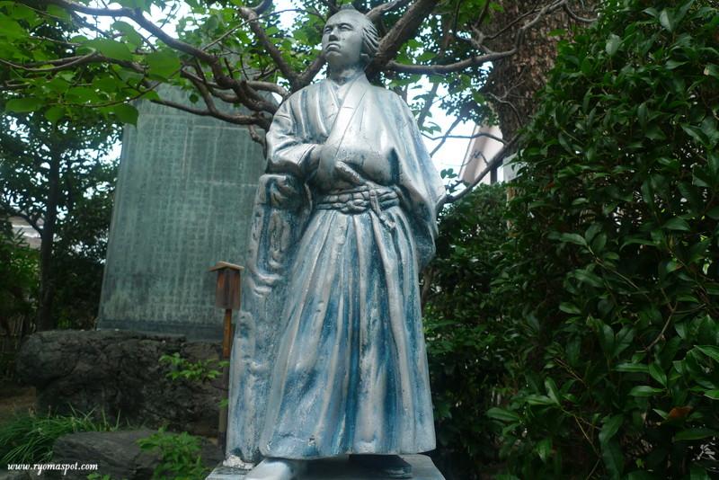 寺田屋龍馬像